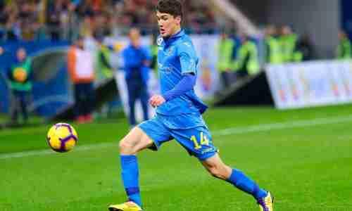 Эльдор Шомуродов - узбекистанский футболист, нападающий, игрок итальянского клуба «Дженоа»