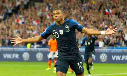 Килиан Мбаппе - французский футболист, нападающий клуба «Пари Сен-Жермен»