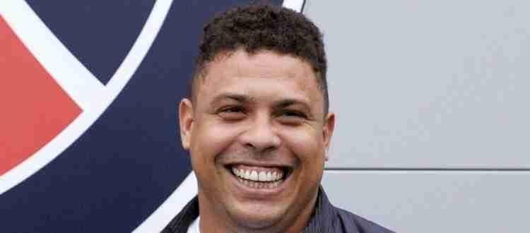 Роналдо - Бразильский футболист, выступавший на позиции нападающего.