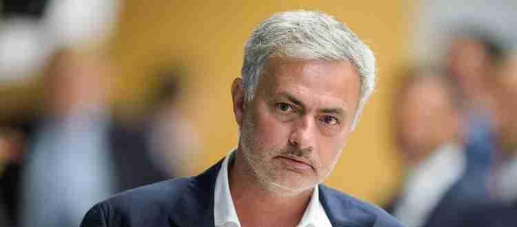 Жозе Моуринью - Португальский футбольный тренер и бывший футболист.
